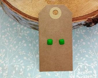 Green studs earrings; Size S