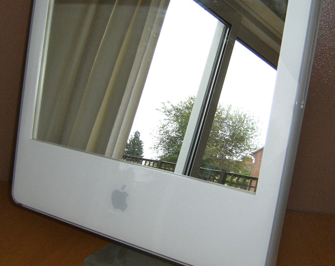 Apple iMac G5 'iMirror' - with stand