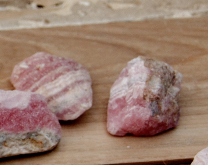 Rose --RHODOCROSITE - Pierres brutes - 7 g selon taille - vendues à l'unité ou par lots de 2 à 7 pierres