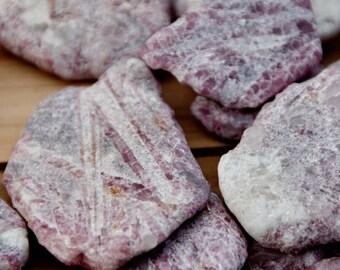 Rose --TOURMALINE RUBELLITE - Pierres brutes - 7 g selon taille - vendues à l'unité ou par lots de 2 à 7 pierres