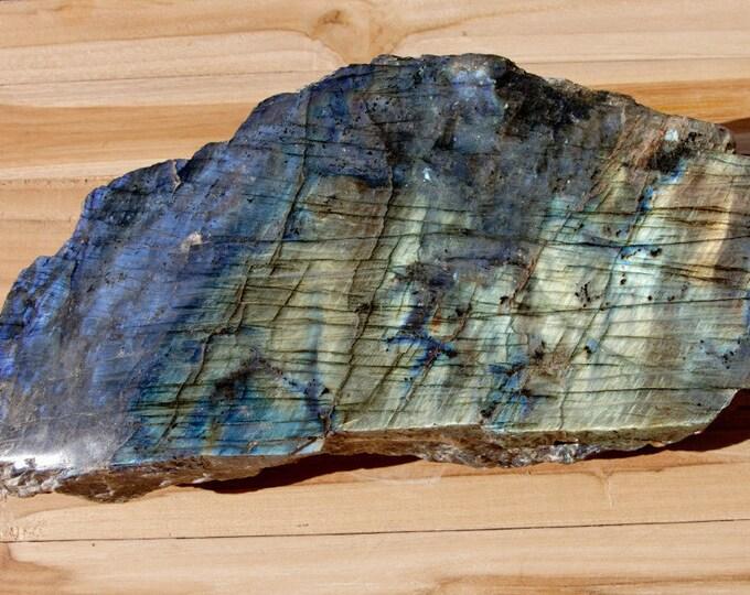 LABRADORITE - Magnifique plaque semi-polie et semi-brute de 4254 g