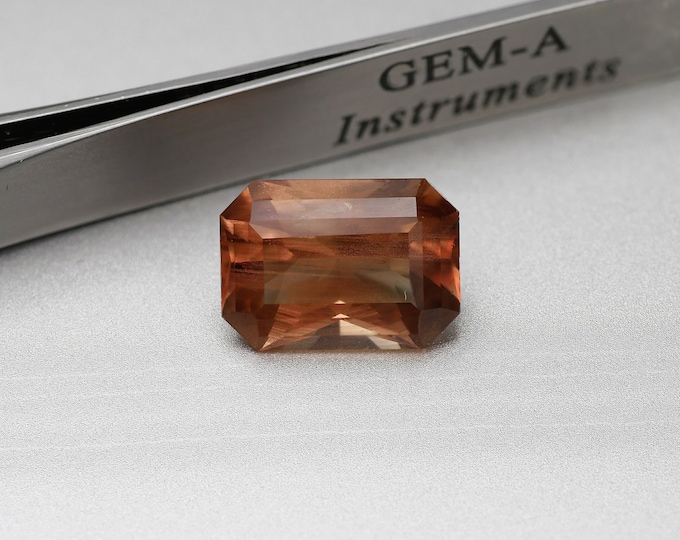 Orange / SUNSTONE - faceted - size Emerald - 7.7CTS - 14X10X7mm