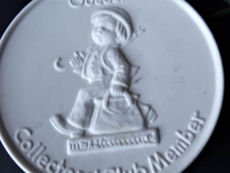 Vintage Goebel Hummel W Germany Collectors Club Member Plaque Medallion Plate