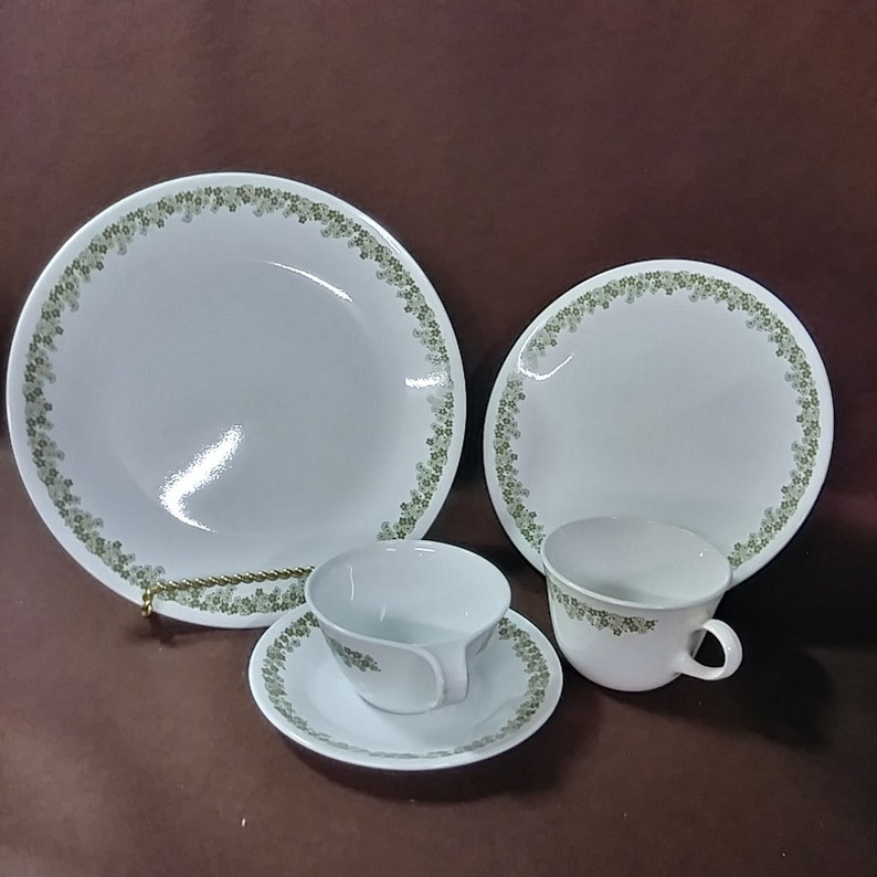 Vintage Corelle discontinued dinnerware  Spring Blossom (Crazy Daisy)  pattern  20 pieces total