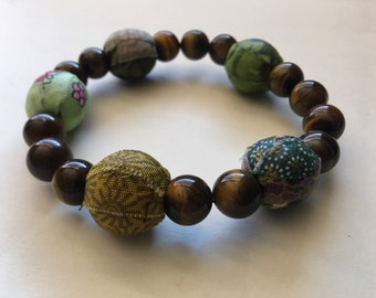 Green fabric and tiger's eye beaded bracelet