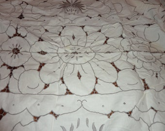 Linen/Cotton embroidered tablecloth with matching napkins - Ivory and heather - Extra Long for full table coverage