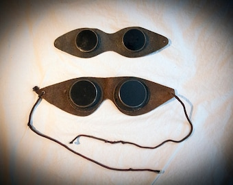 Vintage Motoring Goggles / A Pair of Early Motoring Goggles From the 1910s.