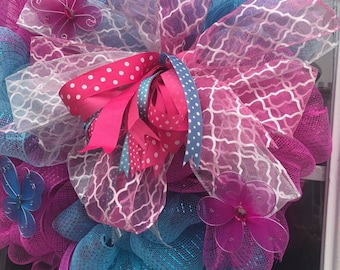 Excelent wreath for Summer. Deco mesh wreath. Perfects colors fuchsia and aqua