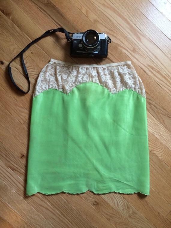 des années 70 de chaux Slip dentelle vert pétoncles / jupon Vintage jupe taille M