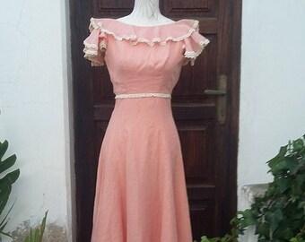 Maxi dress Vintage 60s pastel pink with lace bohemian pre-raphaelite Size   XXS UK 4 USA 2 aceab0b9a
