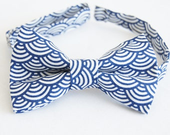 Blue waves bow