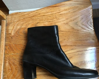 Women's Black Ankle Boot (size 8)