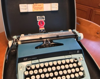 Mid-Century Vintage Smith Corona Galaxie Twelve Typewriter