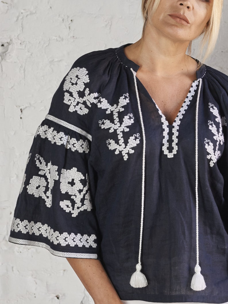 Linen top with Ukrainian embroidery pattern Embroidered blouse Vyshyvanka Navy blue linen top with embroidery Bohemian style linen top