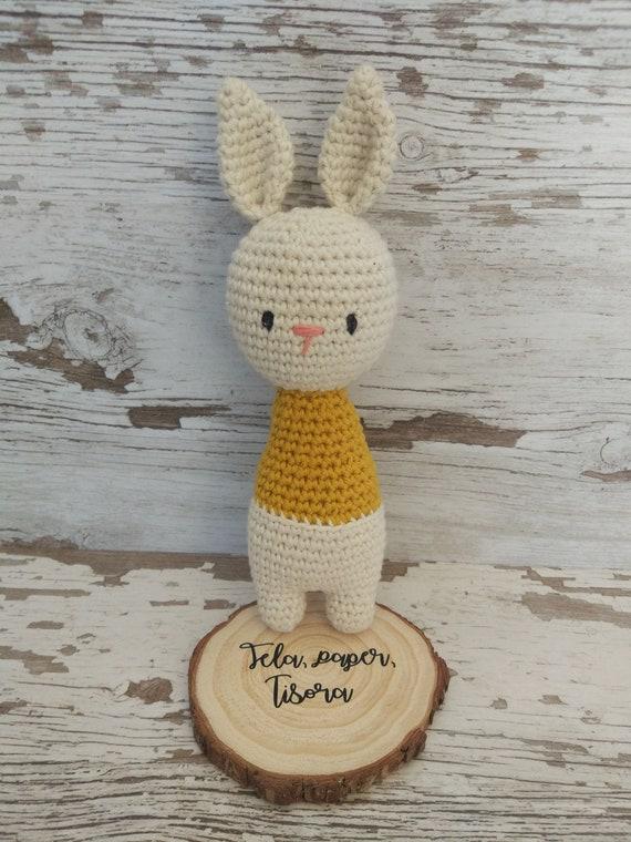 4bddefb81 Conejo amigurumi, sonajero conejo, amigurumi, muñeco ganchillo, peluche  conejo, conejo mostaza, sonajero mostaza,