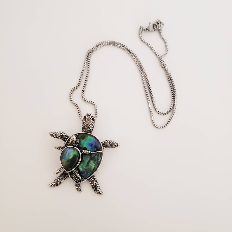 Ocean Life Stainless Steel Chain Colorful Blue Green Abalone Shell Turtles Necklace Her Birthday Gift Idea Mom and Baby Turtle Pendant