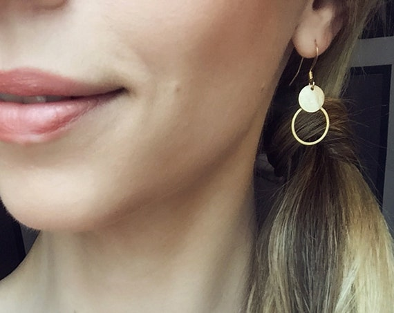 Earrings Gold colored. Discreet circle with hammered plate, filigree earring. Great gift