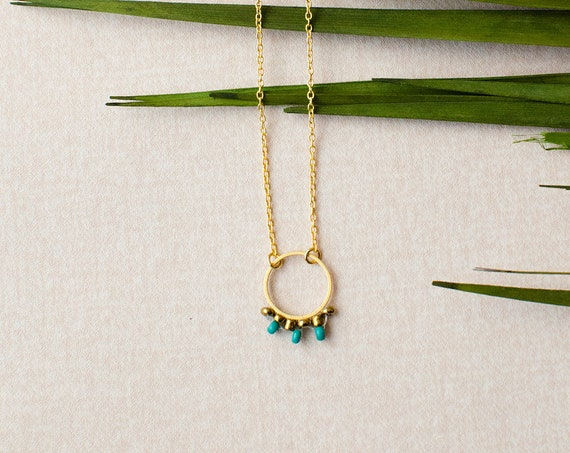 Hippie necklace, Bohokette, Boholook, chain in gold finished brass with beautiful beads.