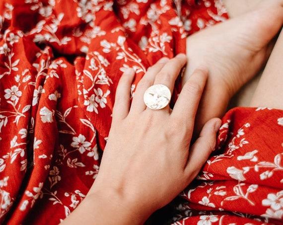 Großer Minimalistischer Ring gold farbig, vergoldetes Messing. Verstellbar. Matte und glänzende Oberfläche! Wunderschöne Optik