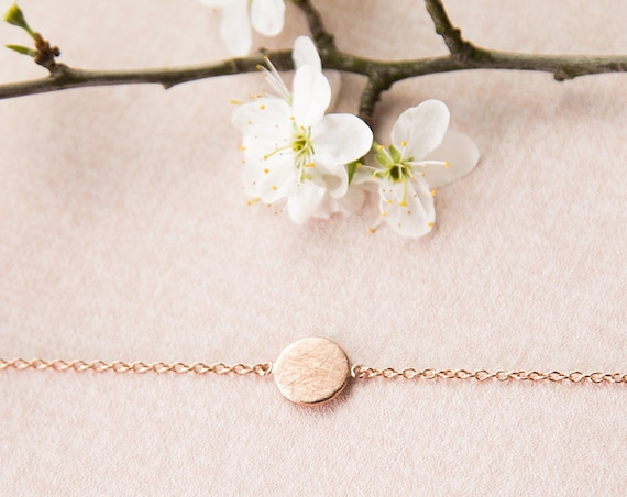 Brushed Circle Bracelet Rosé, round, rose gold refined brass. Super filigree, delicate and minimalist.