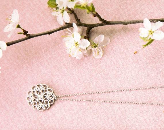 Necklace Silver Colored. Boho Hippie Mandala Round, Matt Rhodium refined brass. Delicate and delicate. Lemonandpinkberlin