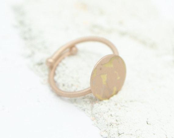 Minimalist ring rosé coloured, rosévergoldetes brass. Adjustable. Matte and shiny surface! Beautiful look