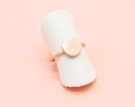 Minimalist Roségoldener ring, rosévergoldetes brass, brushed and adjustable. Great gift