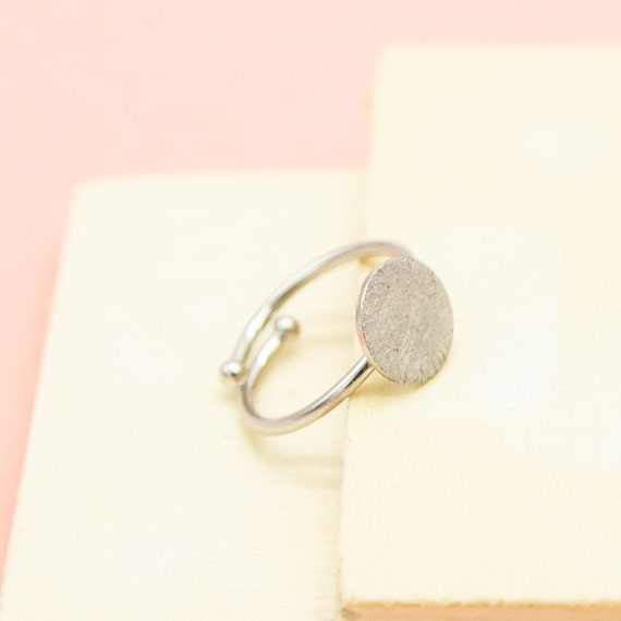 Minimalist silver ring, rhodiumeded brass, brushed and adjustable. Great gift. Lemon & Pink