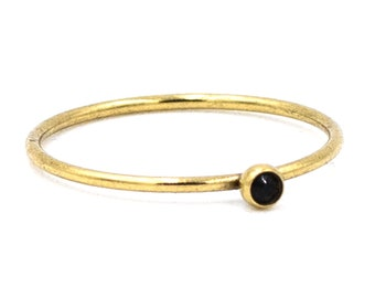 Delicate ring gold-plated with glass crystal in jet. More colors selectable!