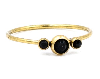 Delicate ring gold-plated with 3 glass crystals in color Jet, selectable in 2 colors!