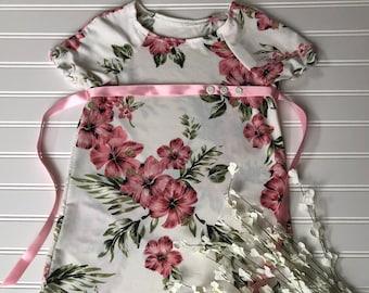 Size 4. Pretty floral knit dress.