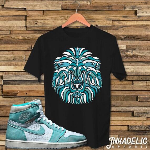 Lion Face Street Art T-Shirt to match