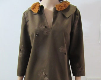 Embroidered wool fabric tunic