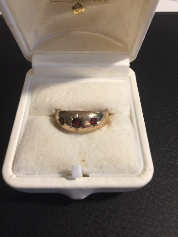 375 Gold Ring with Ruby Red Stones
