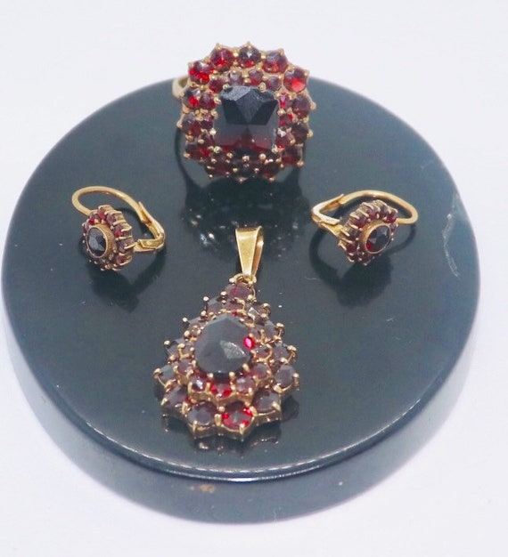 Gold and Garnet jewelry set