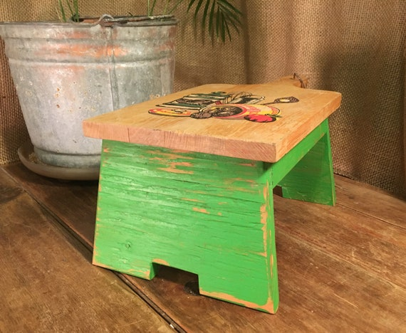 Phenomenal Small Green Wood Foot Stool Bench With A Vintage Cutting Board Top Squirreltailoven Fun Painted Chair Ideas Images Squirreltailovenorg