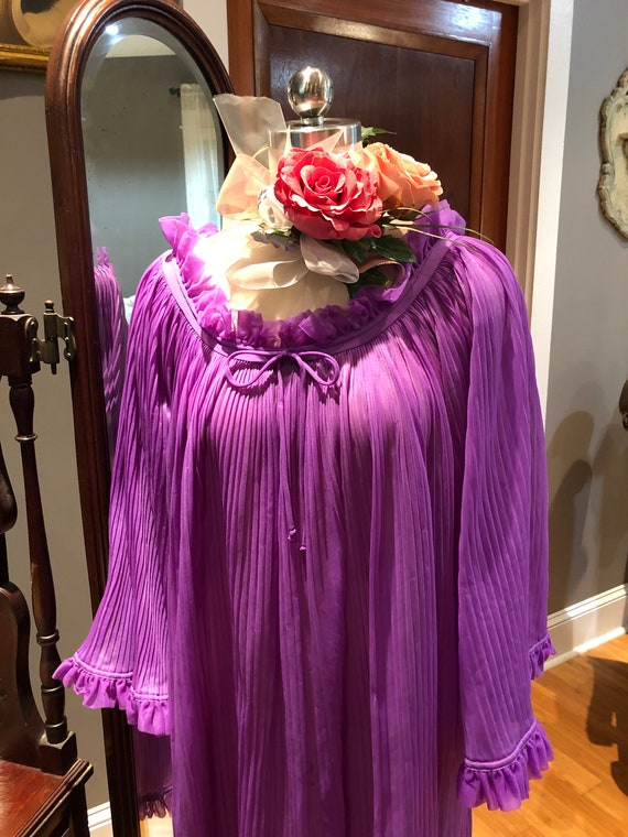 GORGEOUS Purple BABYDOLL Nightgown/60's Bell Slee… - image 7
