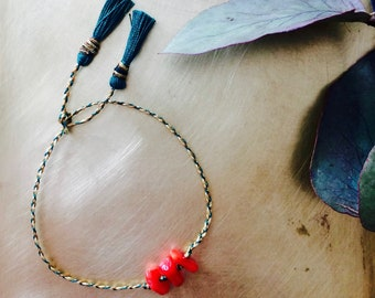 Strap to tie and coral