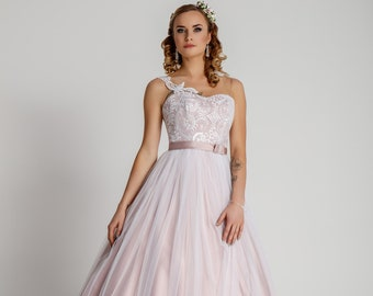 Lovely Wedding Dress With Soft Tulle and Lace