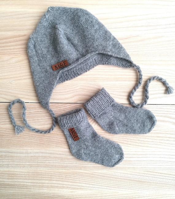 9baf02baf1b Merino wool baby winter hat and hand knit socks Baby booties