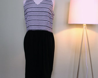 Dress Edie. Jacuard dress and silk. Sleeveless. Straight line dress. Black and milk-colored dress. Tg. 46