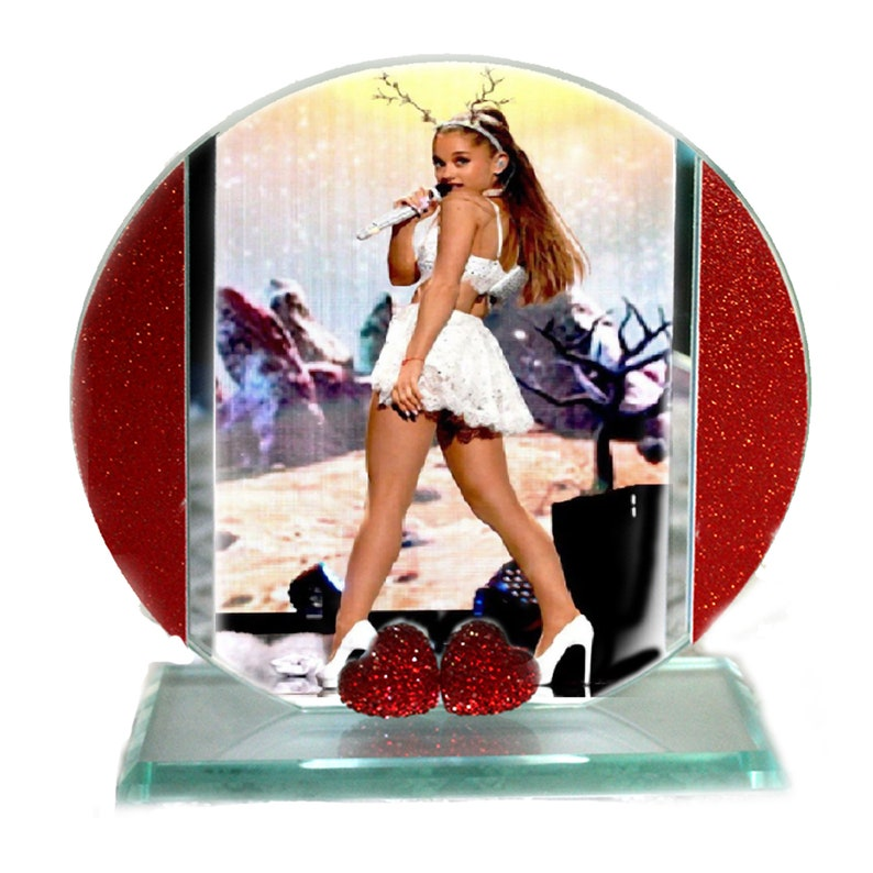 Ariana Grande Cut Glass Round Plaque Memorabilia Ltd Edition image 0