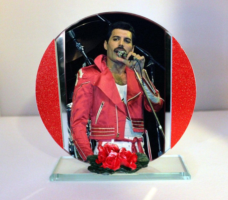 Freddie Mercury In The Pink  Cut Glass Round Plaque image 0