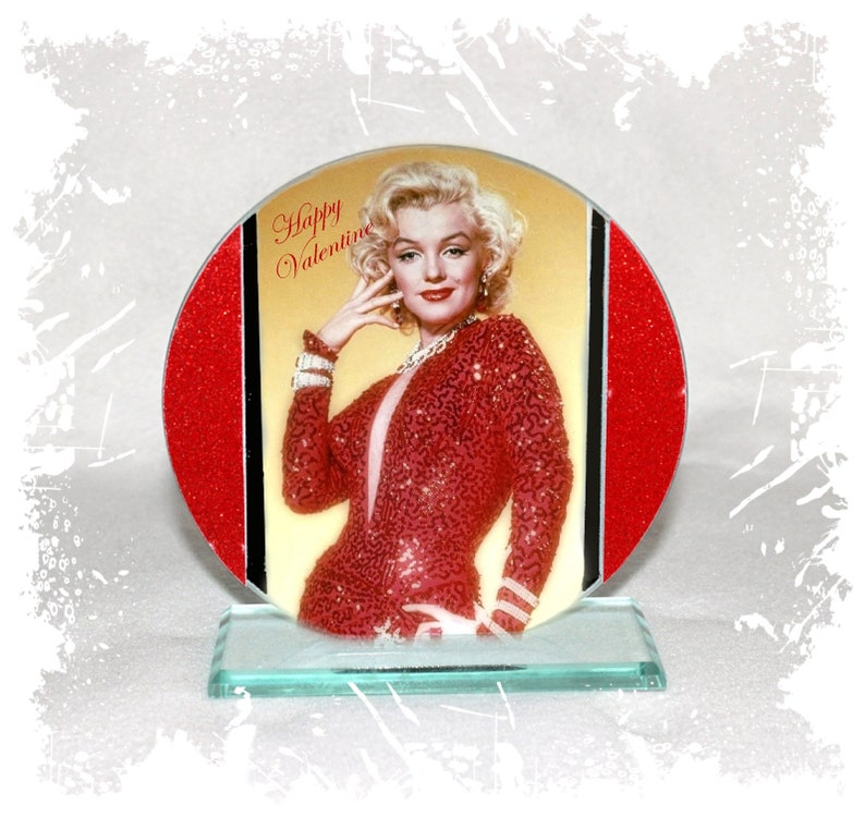 Marilyn Monroe Happy Valentine Cut Glass Round Plaque image 0