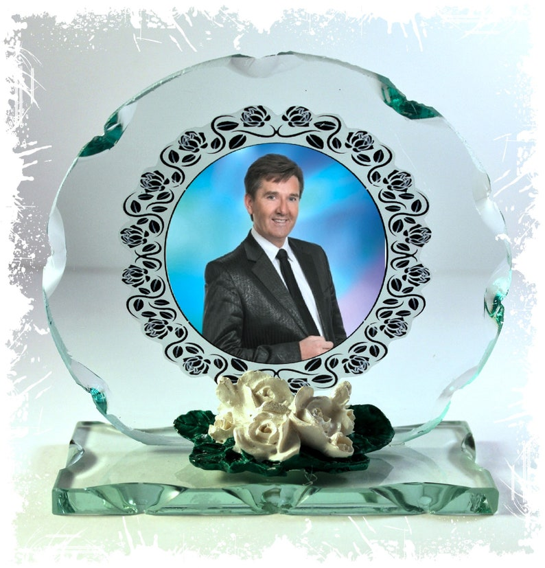 Daniel O'Donnell  Photo Cut Glass Round Frame Plaque image 0