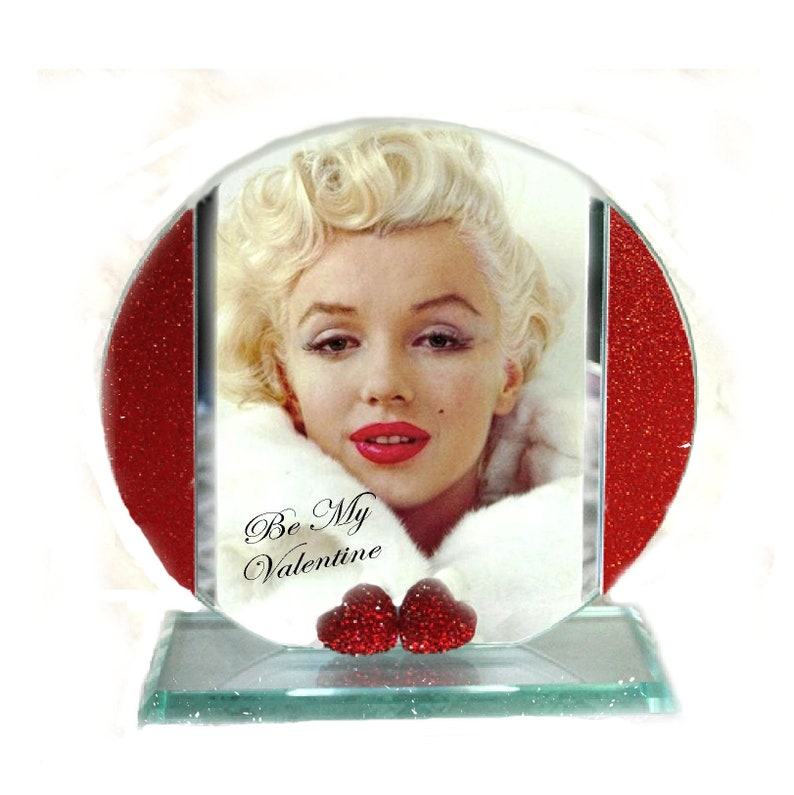 Marilyn Monroe Be My Valentine Cut Glass Round Plaque image 0