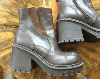 e50e8ef22f13 Women s Y2k Vintage Chunky Heel Size 8 Brown ManMade Leather Side Zip Lower  East Size Goth Boots
