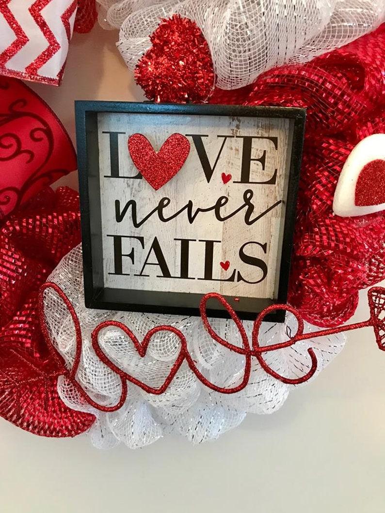 Valentine/'s Day Wreath Heart Wreath Love Wreath Front Door Wreath