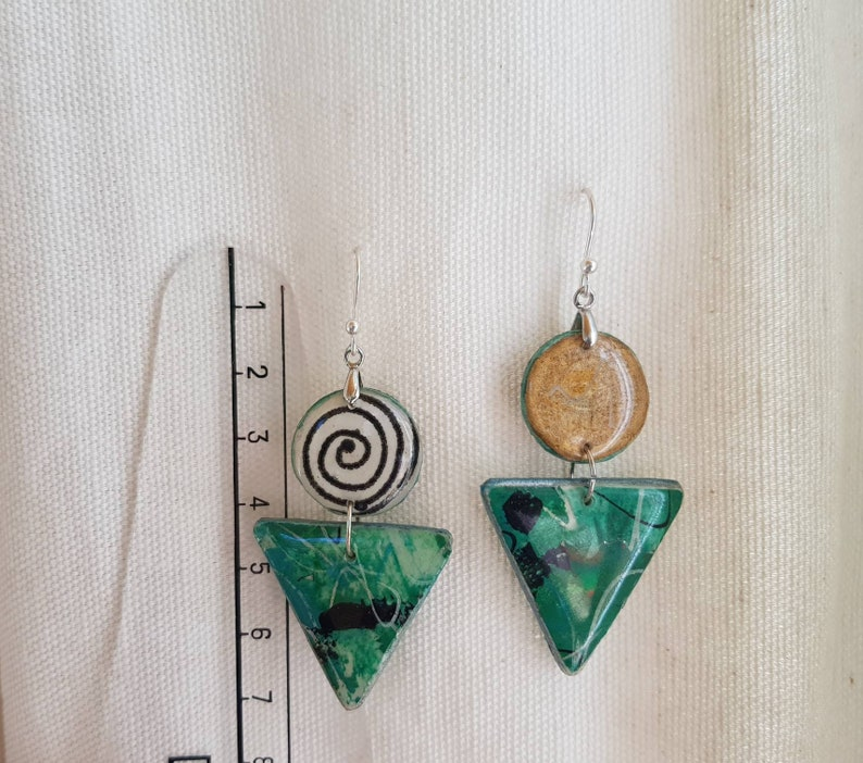 Earrings creator mounted in silver. green white triangle lightweight and reversible black resin