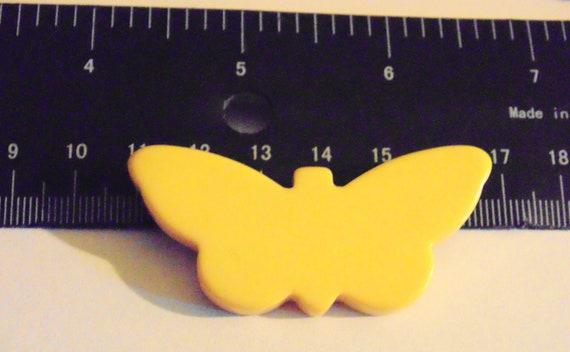 Vintage Bakelite Buttery Butterscotch Yellow Butt… - image 1